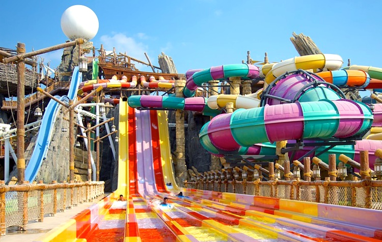 "аквапарк ""Yas Waterworld"""