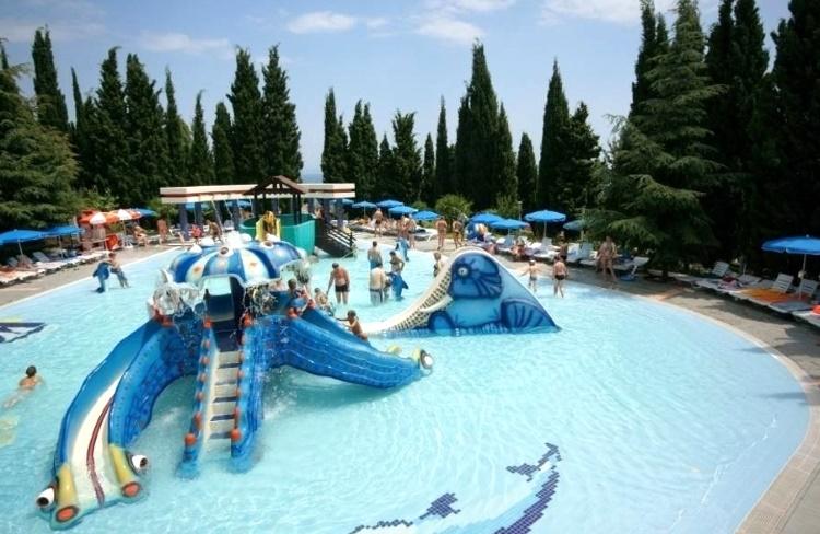 Аквапарк «Миндальная роща» Крым
