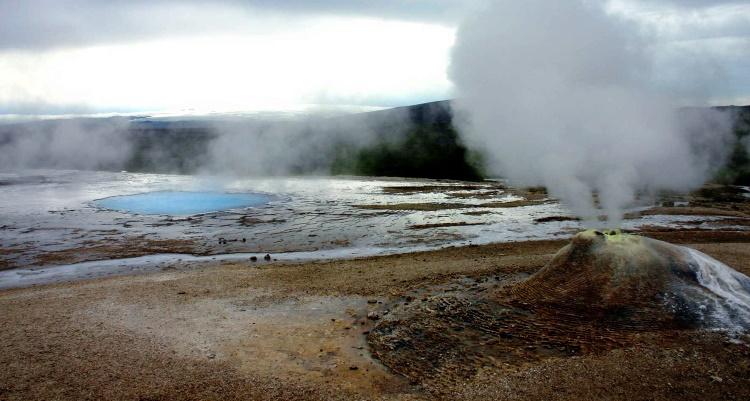 Долина горячих источников Исландии Хвераветлир
