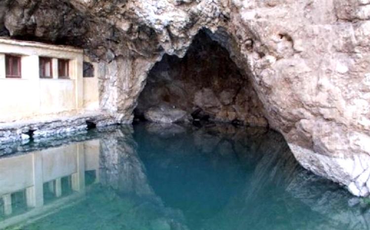 термальными источниками Лутраки Греция